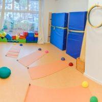 Bewegungsraum, in dem u.a. auch Kinderyoga angeboten werden kann